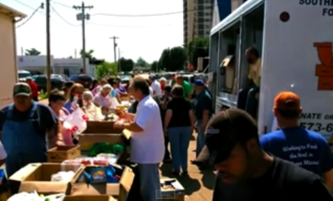 volunteers distribute food from Southeast Missouri Food Bank